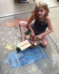 Chalk-Artist slecting her colors